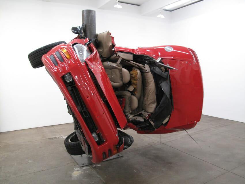 """(Artysta: Dirk Skreber """"Car Crash Exhibition"""")"""