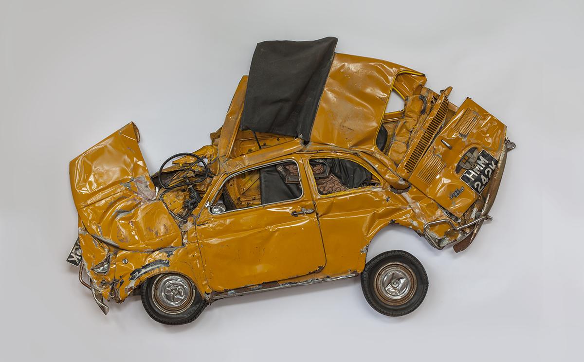 Zmiażdżone samochody. Zobaczcie jak działają na wyobraźnię artystów