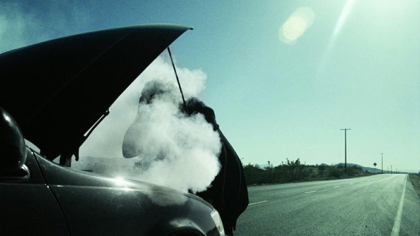 causes-car-smoke-under-hood_7313c63752ef8fc8